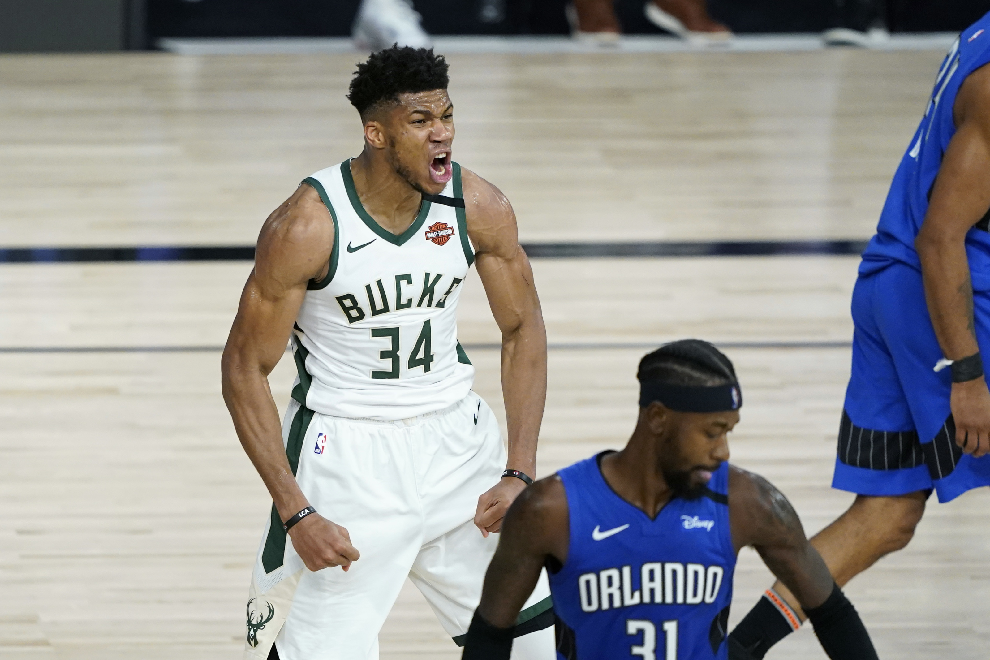 Golden State Warriors: Giannis re-signing with the Bucks provides clarity