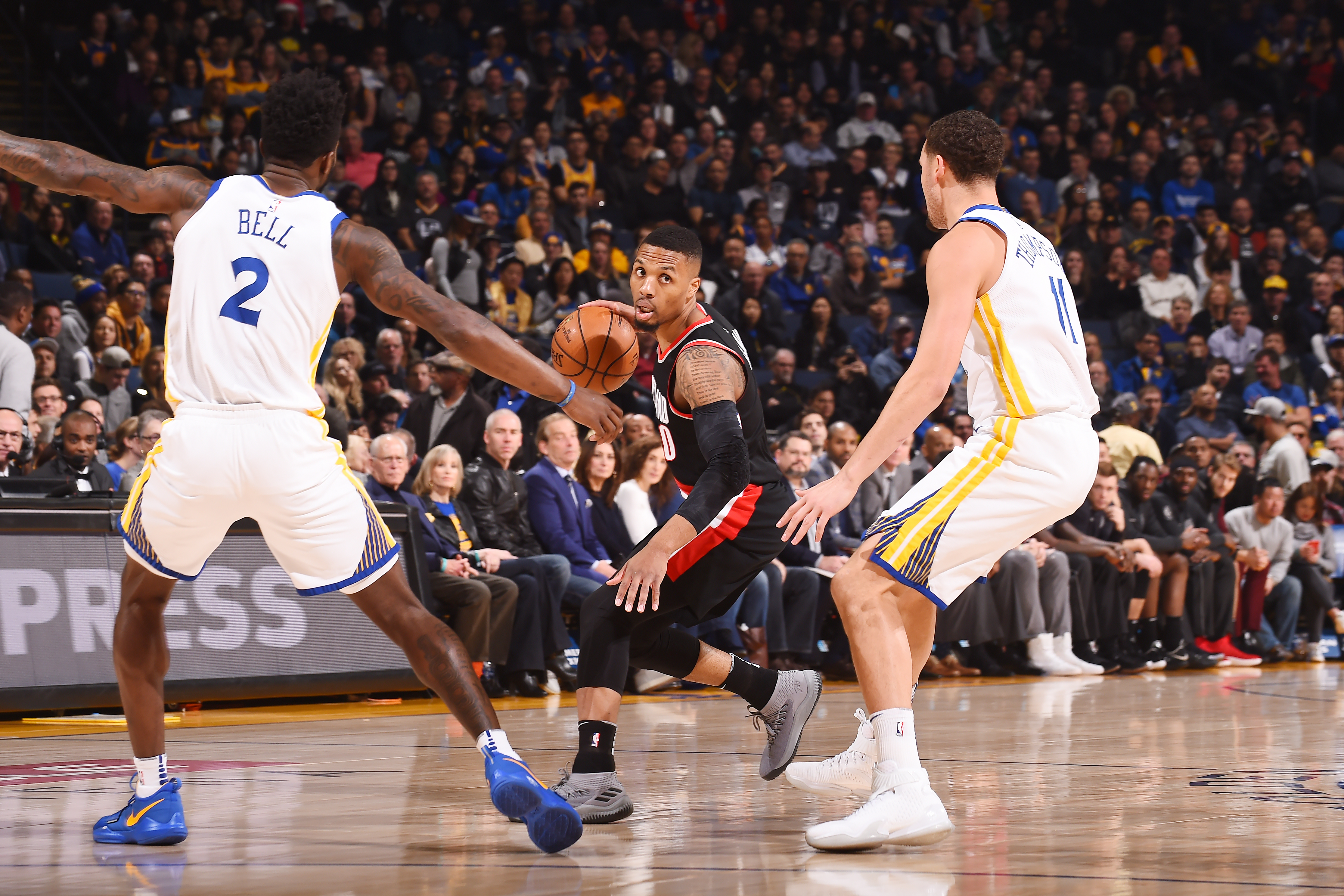 Short-handed Warriors remain on roll, defeat Blazers